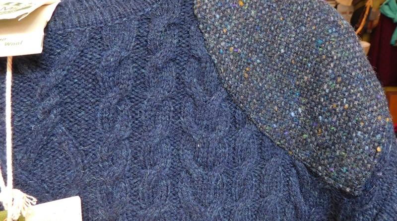 Wollpullover mit Tweedpatches