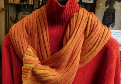Orange-roter Rollkragenpullover