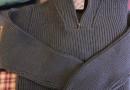 Gerippter Wollpullover mit Troyer-Kragen