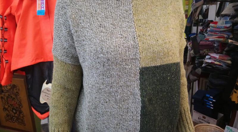 Wollpullover mit Farbblöcken